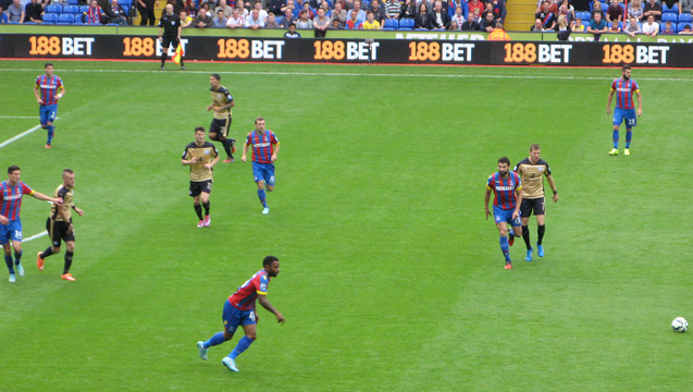 Jason Puncheon turns on the heat against the Foxes' defence