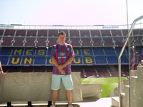 Martin Newland confusing the locals in Barcelona!
